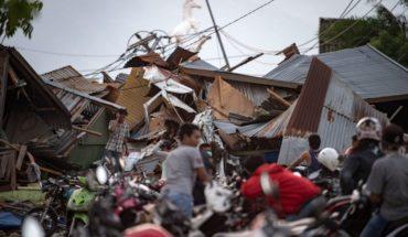 Tsunami en Indonesia deja casi 400 muertos