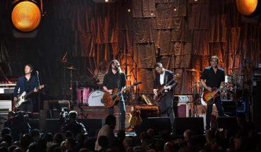 Una fanática y su madre cantaron con Foo Fighters en pleno concierto