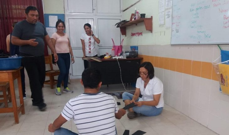 Usan estambre y cascabeles para ayudar a alumnos