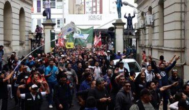 ¿Por qué los trabajadores del Astillero Río Santiago coparon el Ministerio de Economía bonaerense?