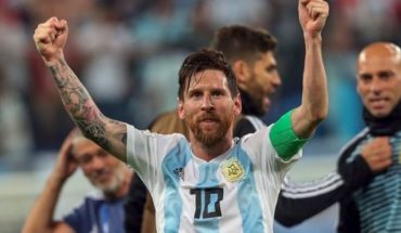 A goal from Lionel Messi compete to be the best of the year