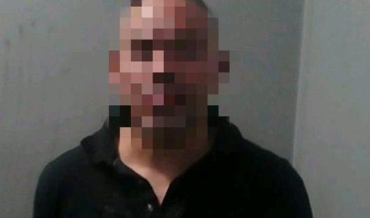Apuntó con un arma a una vecina por estacionar frente a su cochera y lo detuvieron