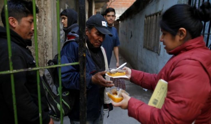 By the crisis, more Argentines flock to canteens and barter
