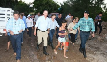 En Culiacán Quirino recorre colonias afectadas por las lluvias