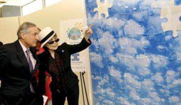 La cercana relación de Yoko Ono con el ex canciller Heraldo Muñoz