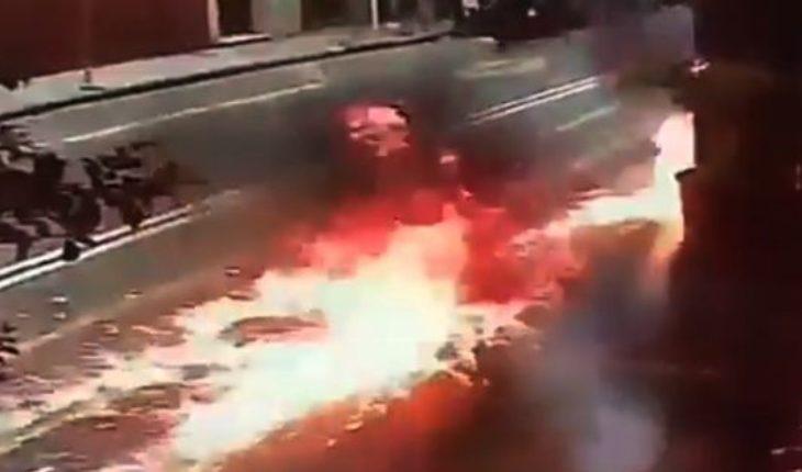 Manifestantes lanzaron una bomba molotov a una sede de Gendarmería durante la marcha