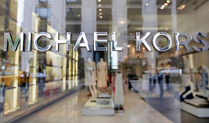 Michael Kors compró Versace por 2.100 millones de dólares