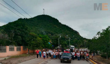 Obispo de Apatzingán y pobladores de Parácuaro, rezan y marchan por la paz en Antúnez