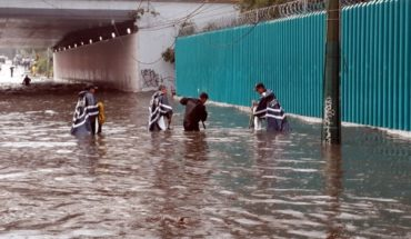 They assist police in floods in the South of the capital city of Mexico