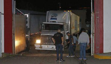 Tres estados contratan tráilers para almacenar cuerpos