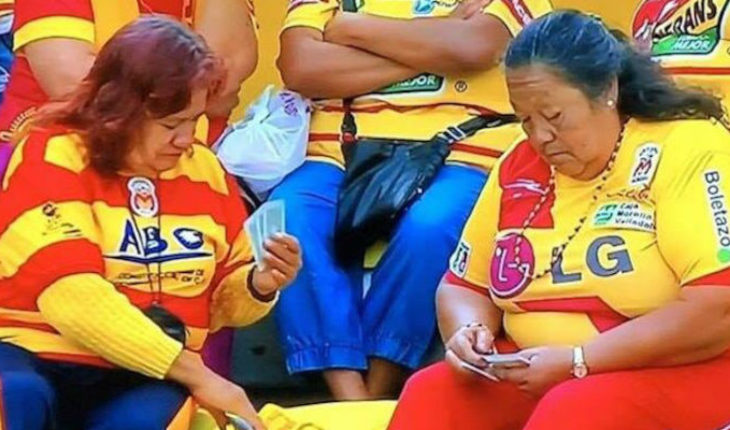 While monarch was thrashed, fans are playing cards