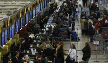 Aeropuerto de Santiago espera un flujo de 75 mil personas entre miércoles y jueves