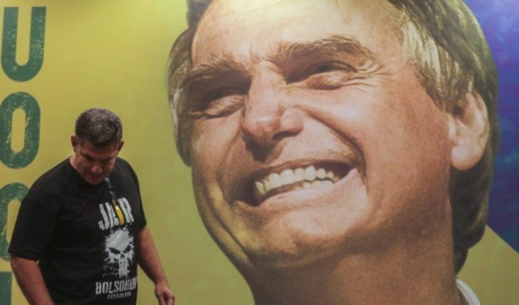 Bolsonaro lidera con 58% primer sondeo para segunda vuelta en Brasil