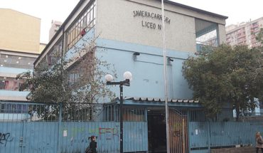 """Canal 13 atribuyó a """"juicio de valor de apoderados"""" uso de imagen de alumnas del Liceo 1"""