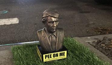 """Colocan en Brooklyn diminutas esculturas de Trump; exhiben la frase """"Orina sobre mí"""""""