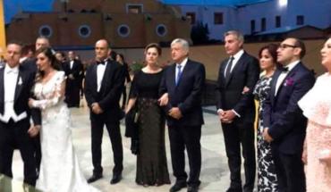 Critican a Andrés Manuel López Obrador por asistir a lujosa cena