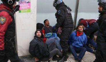 El gobierno quiere expulsar a los 4 extranjeros detenidos en la protesta de ayer