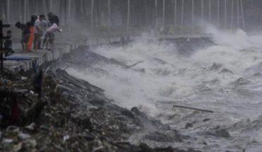 El temible tifón Yutu toca tierra al norte de Filipinas