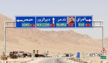Señal de tráfico en Siria que indica direcciones para Homs, Palmira e Irak. Foto: Bernard Gagnon (Wikimedia Commons / CC BY-SA 3.0). Blog Elcano