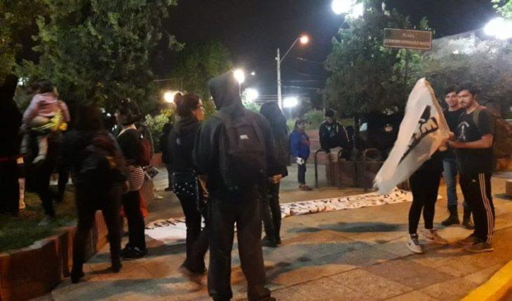 Estudiantes protestaron en Canal 13 tras polémica por reportaje del Liceo 1
