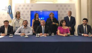 Felipe Solá presentó su nuevo partido