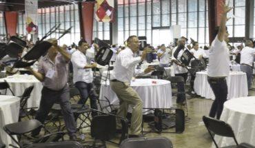 Golpes y sillazos en foro educativo en Acapulco