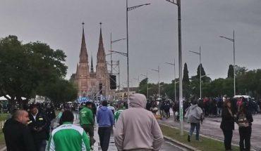 """Hugo Moyano lideró la movilización a Luján por """"Paz, pan y trabajo"""""""