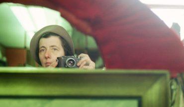 La compleja fotografía de Vivian Maier vuelve a Chile con una muestra de autorretratos
