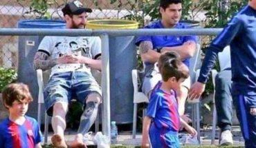 La foto de Messi y Suárez que dejó una enseñanza: ¿Cuánto afecta la presión de los padres en la vida deportiva de sus hijos?