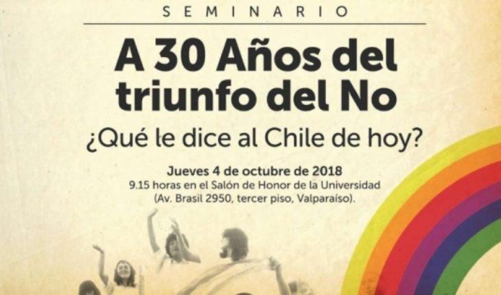 Lucia Santa Cruz, Fuad Chain, Viera Gallo, Miguel Alwyn y Camila Flores, el diverso grupo en torno a seminario del NO