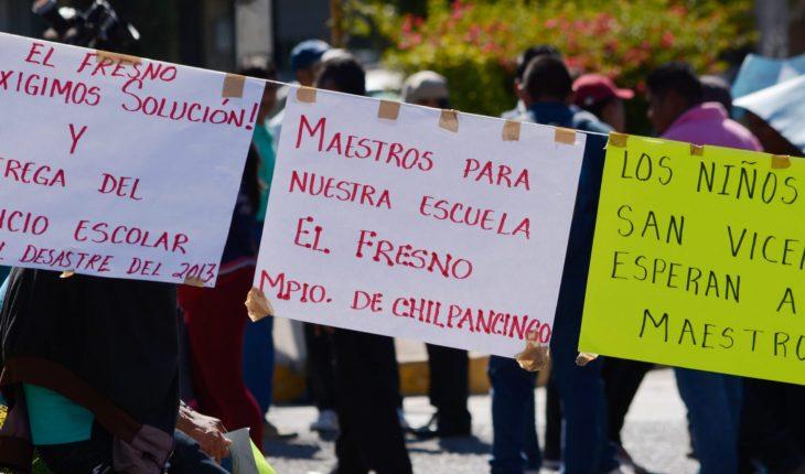 Maestros exigen seguridad para iniciar ciclo en la sierra de Guerrero