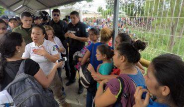 Migrantes inician su entrada a México en grupos de 100