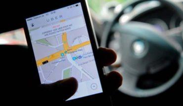 Mujer grita y agrede a taxista de Uber que se negó a llevarla