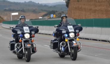 Mujeres vigilan las carreteras de México en motos