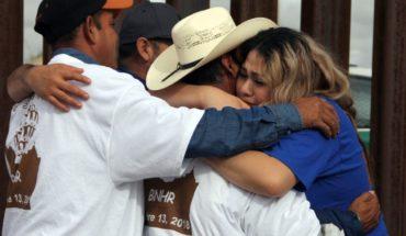 Permiten a familias abrazarse por 4 minutos en la frontera