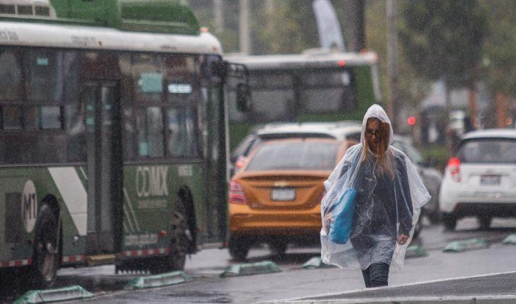 Por qué tomar agua de lluvia de la CDMX puede dañar tu salud