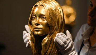Por si le sobró algo del CiberDay: rematan cabeza de oro de Kate Moss en 515 mil dólares