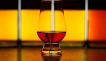 Subastan la botella de whisky más cara del mundo por 1,1 millones
