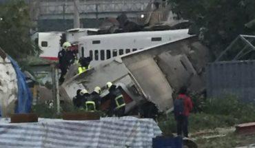 Taiwán: Socorristas revisan sitio de descarrilamiento fatal