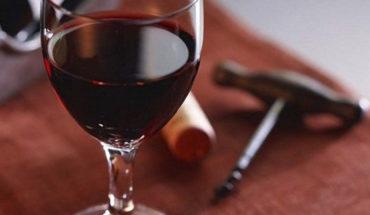 Tomar una copa de vino al día incrementa el riesgo de muerte, señala estudio