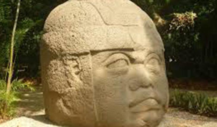 Turistas indonesios dañan 15 esculturas olmecas en el Museo La Venta