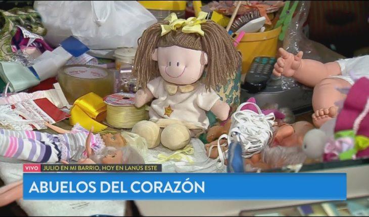 Abuelas solidarias: arreglan juguetes para regalarlos