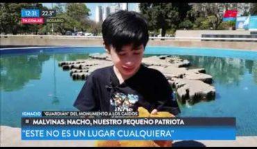 Nacho, el nene que todos los domingos va a limpiar el monumento a los caídos en Malvinas