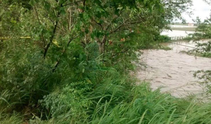 Video. Rescatan a hombre tras ser arrastrado por río