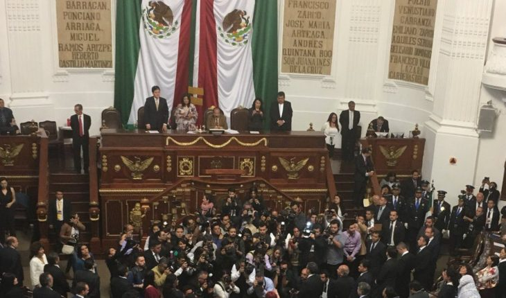16 new mayors held protest in CDMX