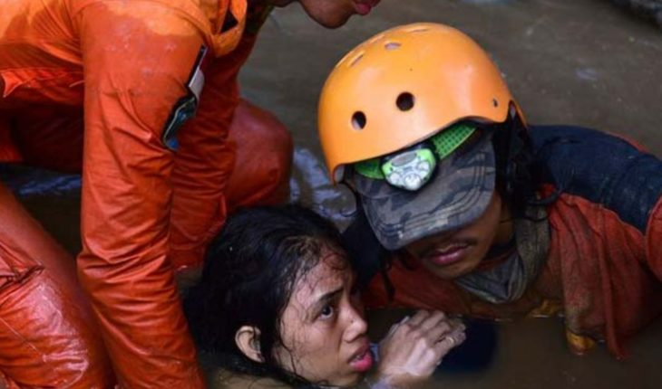 832 deaths are confirmed by earthquake and tsunami in Indonesia