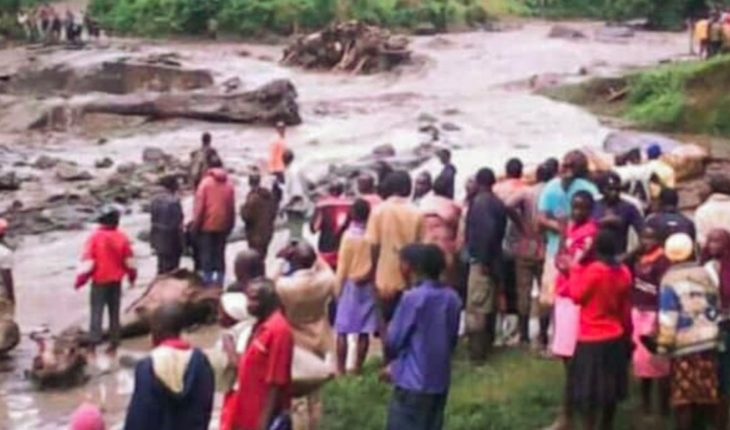 Added 26 dead, among them four children by overflow of river