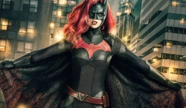 """""""Batwoman"""": what lead to television for the first time to a lesbian superheroine represent?"""