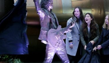 Chris Cornell Seattle statue unveiled