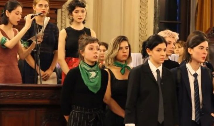 Egresadas of the national Buenos Aires denounce sexual harassment and abuse of power in the institution